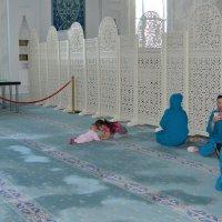 В мечете Астаны... :: Андрей Хлопонин
