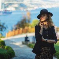 Портрет в шляпе на фоне Босфора :: Ирина Лепнёва