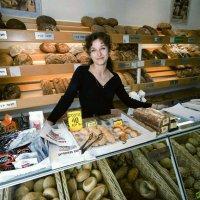 Хозяйка хлебной лавки :: Эмиль
