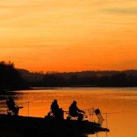 Рыбаки на закате :: Андрей Снегерёв