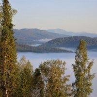 Стелются туманы над долинами :: Сергей Чиняев