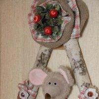 Шуня на качелях в год крысы в домашнем интерьере :: Надежд@ Шавенкова