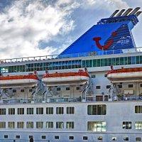 Белый пароход с синею трубой :: Valeriy(Валерий) Сергиенко