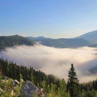 Спит ещё в долине ленивое облако :: Сергей Чиняев