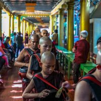 Мьянма кормление монахов :: Andrey Vaganov