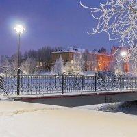 Родная школа в зимнем парке Ухты. :: Николай Зиновьев