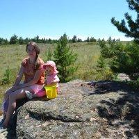 На привале с мамой... :: Андрей Хлопонин