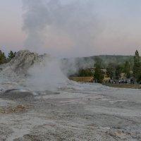 """Покидаем """"Верхние поля гейзеров"""" (Upper Geiser Basin). Йеллоустон, штат Вайоминг :: Юрий Поляков"""