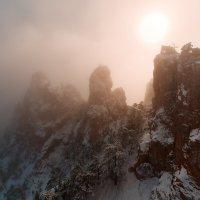Зубцы Ай-петри в облачном тумане :: Александр Степанов