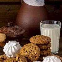 Натюрморт: печенье с молоком :: Юрий Григорьевич Лозовой