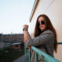Девушка на улицах города #1 :: Дмитрий Коваленко
