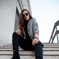Девушка на улицах города #2 :: Дмитрий Коваленко