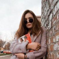 Девушка на улицах города #3 :: Дмитрий Коваленко