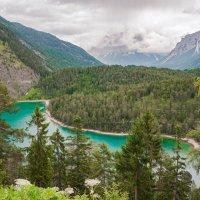 Озеро среди гор :: Вероника Куницына