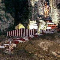Пещера Бату в Куала-Лумпуре :: александр варламов