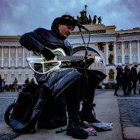 Уличный музыкант :: Геннадий Колосов