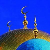 Весеннее небо над мечетью :: олег свирский