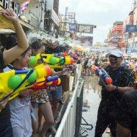 2019, Таиланд, Бангкок, улица Каосан, Сонгкран :: Владимир Шибинский
