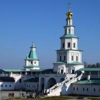 Подмосковье.Новоиерусалимский монастырь.Надвратная Елизаветинская башня :: Galina Leskova