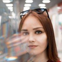 Девушка в ТЦ #3 :: Дмитрий Коваленко