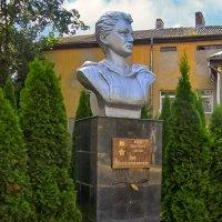 Памятник-бюст Зои Космодемьянской :: Сергей Карачин
