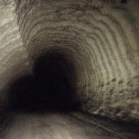 Чёрное сердце крымской подземли... Овощефруктохранилище... Мазанка... :: Сергей Леонтьев
