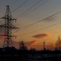 ЛЭП на фоне заката :: Наталья Ильина