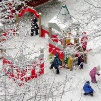 На детской площадке :: Ольга Довженко