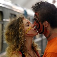 8 марта: проезд и поцелуй бесплатно :: Михаил Бибичков