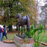 Памятник жеребцу Темпельхютеру :: Сергей Карачин
