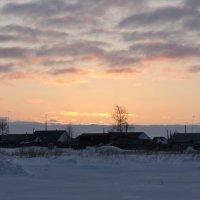 Закат за улицей села. :: сергей