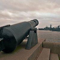 Берег и море на замке :: Владимир Куликов