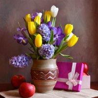 Весенний букетик :: Larisa Simonenkova