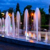 Мой город. Вечер у фонтана. :: Юрий ЛМ