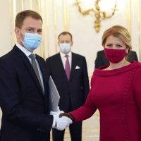 «Эра коронавируса» - любая маска для лица является необходимой. Я защищаю тебя - ты защищаешь меня. :: Dana Spissiak