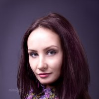 Девушка в цветастом платье :: Антон Вораевич