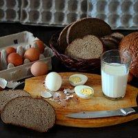 Натюрморт с хлебом и молоком :: Михаил Власов