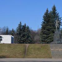 Великие Луки. Памятник Александру Матросову, март 2020 :: Владимир Павлов