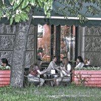 Уличное кафе. :: Александра Климина