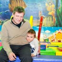 Дедушка с внуком :: Филипп Махов