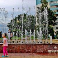 У фонтана, в брызгах струй..... :: Восковых Анна Васильевна