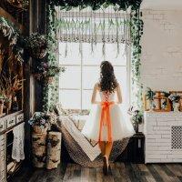 Девочка у окна :: Трушкина Наталья