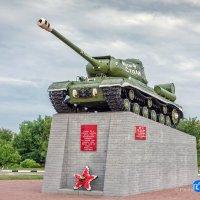 Памятник освободителям Вейделевки Танк ИС-2 :: Игорь Сарапулов