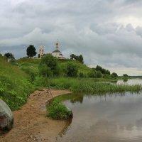 На берегу матушки реки.... :: Юрий Моченов