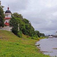 У реки Великой. Морской храм святителя Климента Римского. Псков :: Евгений