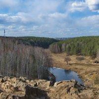 Вид со скалы на майскую поляну. :: Михаил Полыгалов