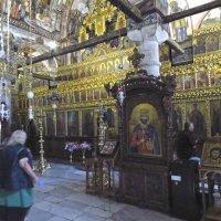 в храме монастыря :: ИРЭН@ .