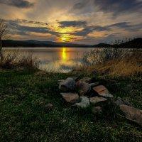 Закат у озера :: Алексей Мезенцев