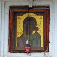 Храмовая икона Казанской иконы Божьей матери на западном фасаде Казанской церкви в Коломенском (Моск :: Александр Качалин