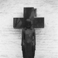 Крест Константина Ясюнинского. (Зима. Некрополь Донского Монастыря) :: Andrew Barkhatov